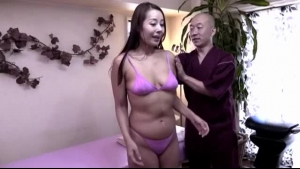 After a blowjob from a massage parlor worker, Daisy Stone gets on a brutal lesbian massage session